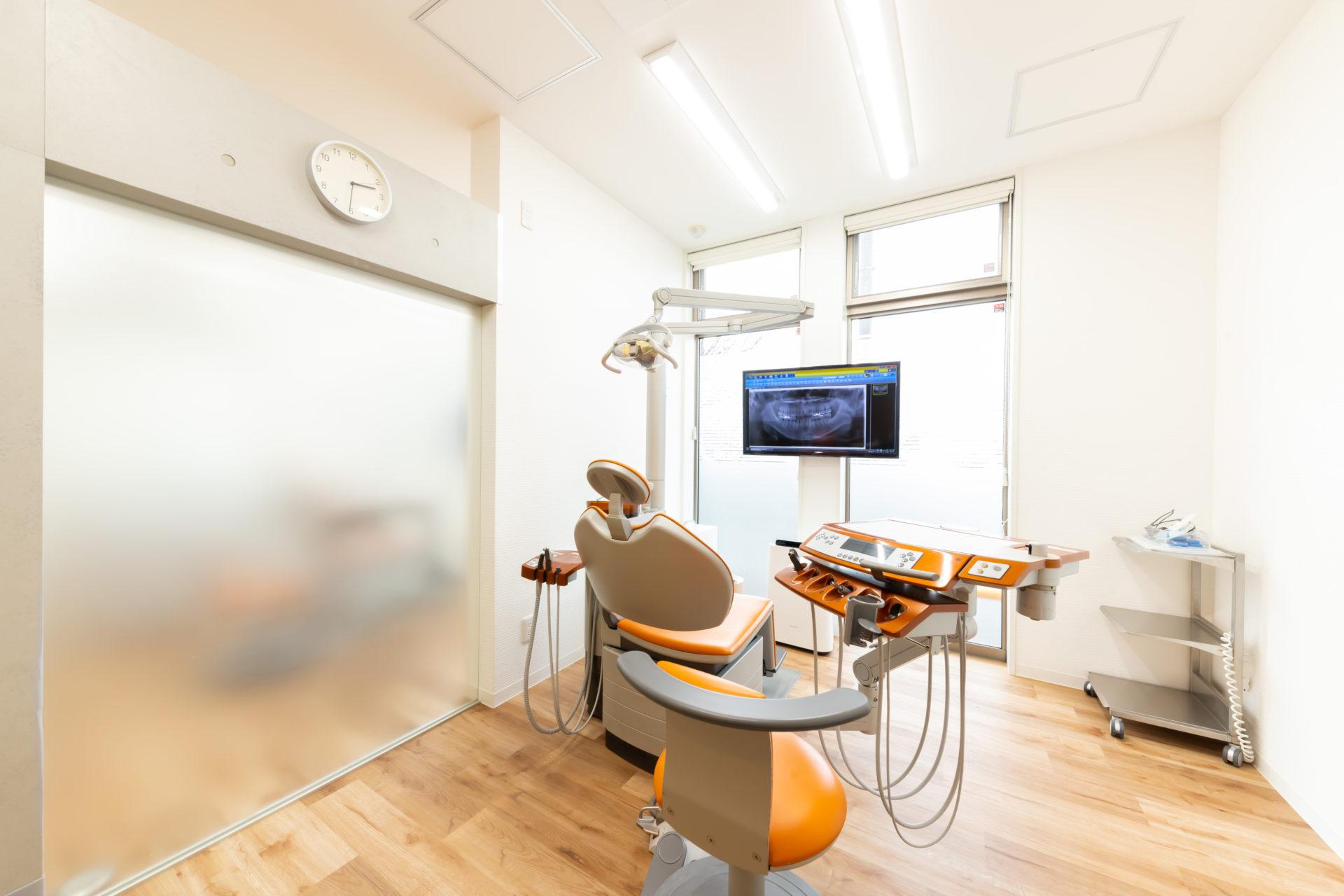 半個室の診療室で、周囲を気にすることなく治療に集中していただけます。